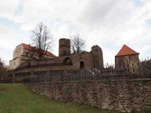 01_Svojanov, pohled na opravovaný hrad