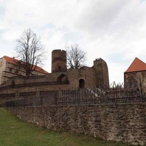 02_Svojanov, pohled na opravovaný hrad