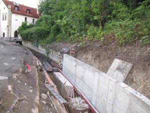 01_Chrudim – rekonstrukce opěrné zdi náhonu na náměstí U Vodárny a v ulici Na Sádkách.