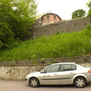 obr. 1 – Chrudim, Lázeňská ulice. Parkánová hradba.