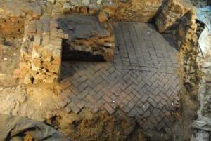 02_obytný prostor s druhotně vestavěným soklem pro kachlová kamna